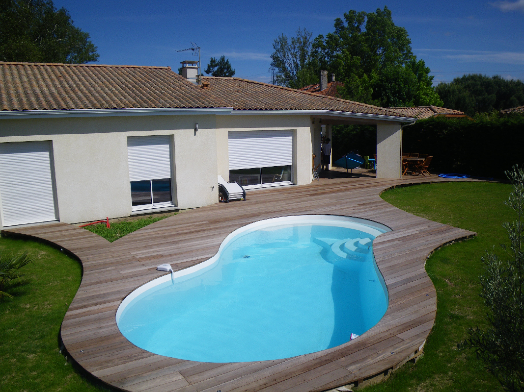 Deck caillebotis fabrication de charpentes et de for Piscine composite