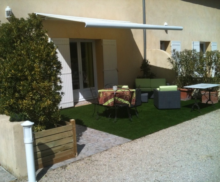 Terrasse bois et gazon synthetique diverses id es de conceptio - Terrasse avec gazon synthetique ...
